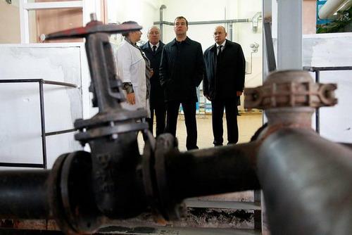 В ходе рабочей поездки в Нарьян-Мар Дмитрий Медведев посетил очистные сооружения города.